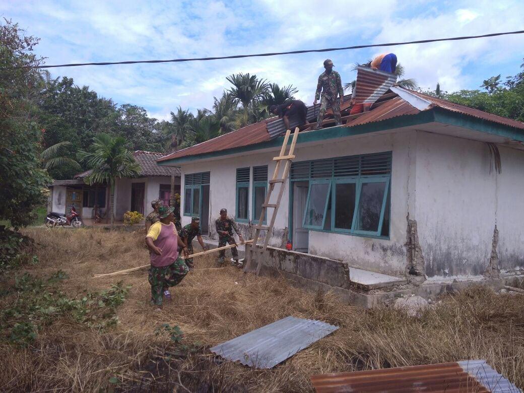 Kodim Saumlaki Bersama PT. Indosiar Rehab Puskesmas di Maluku