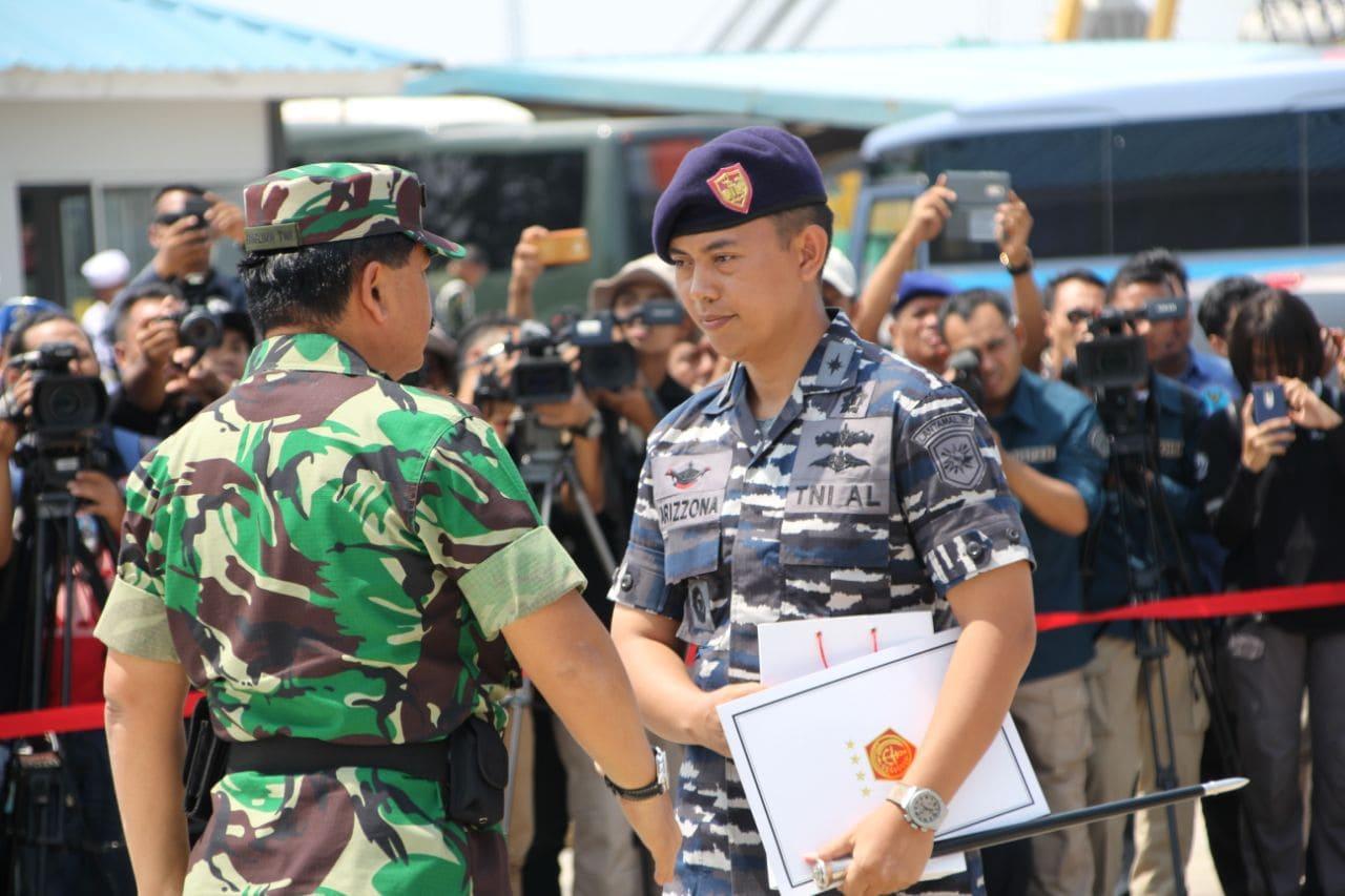 Tangkap 1 Ton Sabu, Panglima TNI Beri Penghargaan Kepada Awak KRI Sigurot