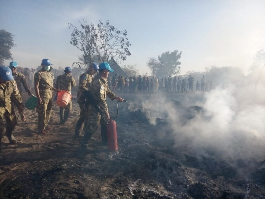 Prajurit TNI Bantu Padamkan Api di Sudan