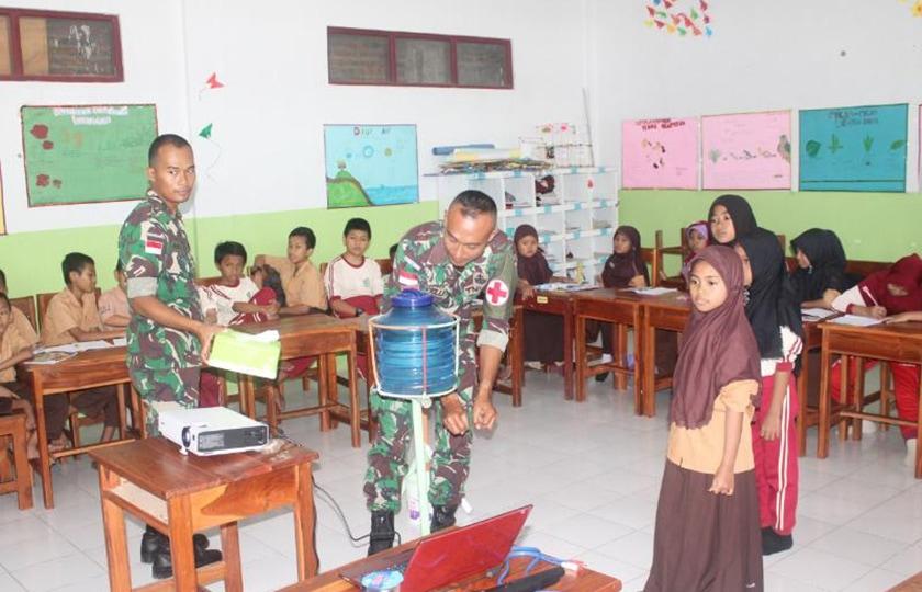 TNI Beri Pelatihan Dokter Kecil Kepada Siswa MI Hidayatullah di Atambua