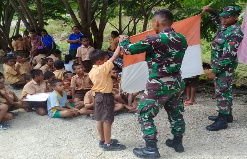 Satgas TNI Beri Pembinaan Pramuka Kepada Murid SD Baudaok