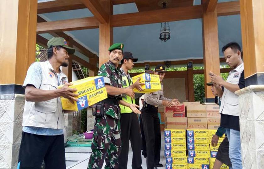 Dandim dan Kapolres Bojonegoro Salurkan Bantuan Kepada Korban Banjir