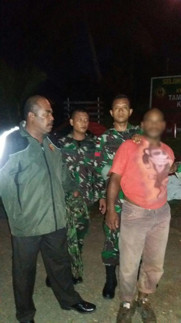 Satgas Yonif Para Raider 501/Kostrad Bantu Polisi Tangkap Penjambret