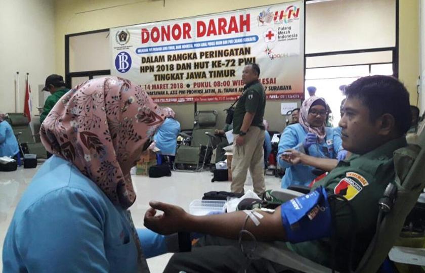 Hari Pers Nasional, Prajurit TNI dan Polri di Surabaya Ikut Donor Darah