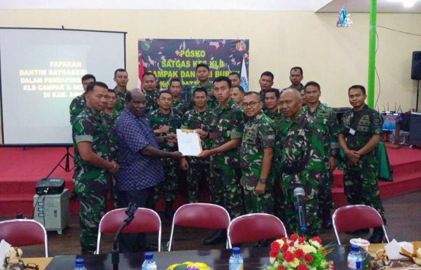 Pemkab Asmat Berikan Penghargaan Kepada Tim III Satgaskes TNI
