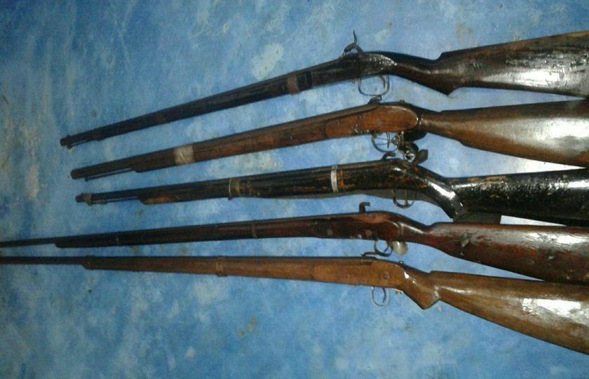 Lagi, Satgas Kodam XII/Tanjungpura Terima Lima Pucuk Senjata Api