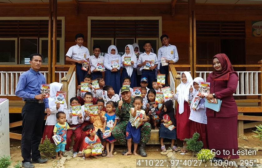 TNI Berikan Bantuan Alat Tulis Bagi Pelajar di Gayo Lues