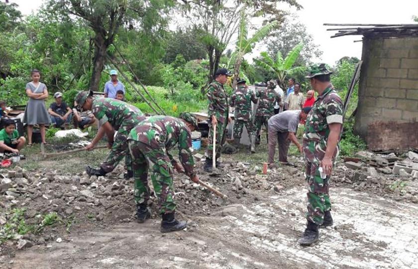 Puluhan Rumah Kena Puting Beliung, TNI dan Warga Gelar Gotong- Royong