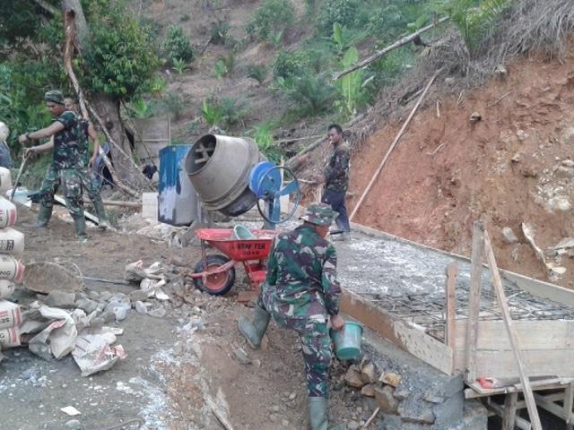 Atasi Kesulitan Masyarakat, Kodim 0110/Abdya Bangun Jembatan Plat