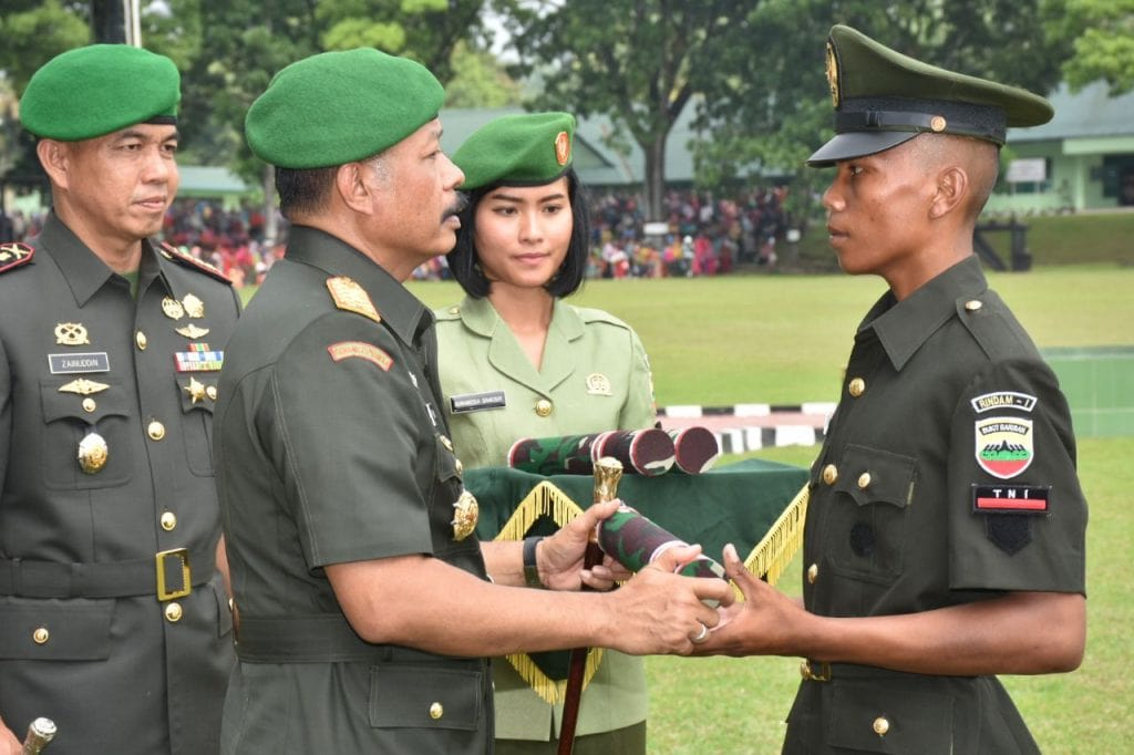 Dua Anak Petani Lulusan Terbaik Secata Rindam I/Bukit Barisan