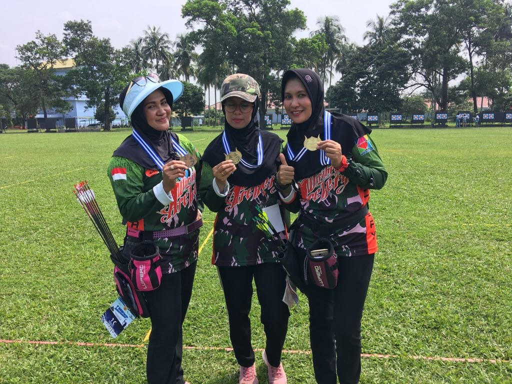 Srikandi Persit KCK IV Diponegoro Raih Medali Perak Di Kejuaraan Panahan KASAU CUP 2018.