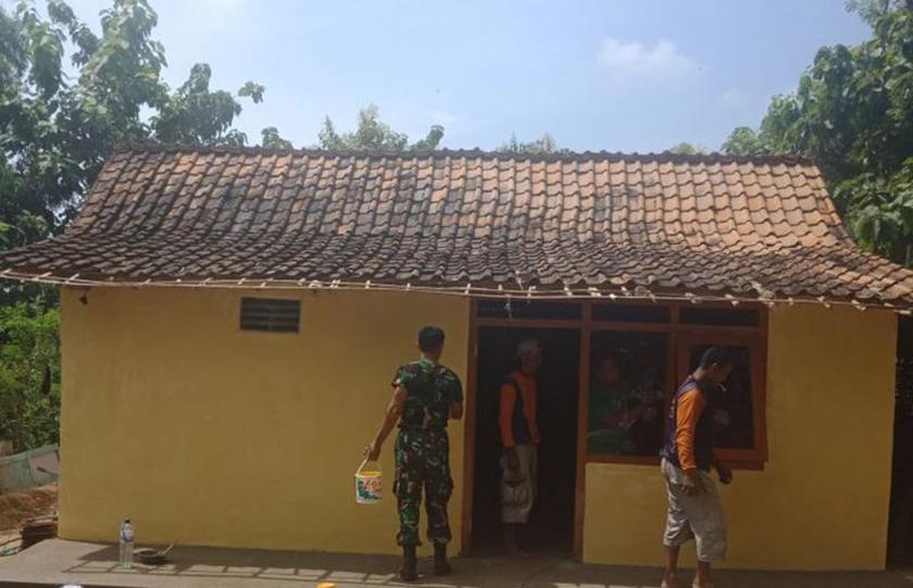 Sukardi Bersyukur Rumahnya Direhab TNI