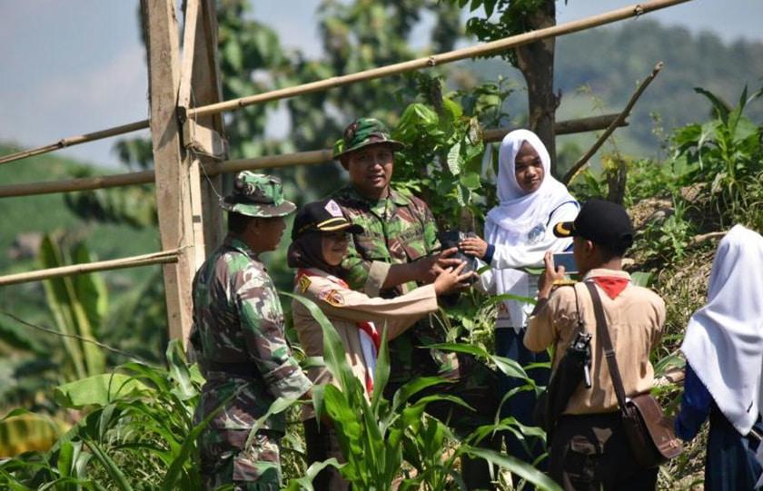 Kodim Demak Tanam Ribuan Bibit Pohon Untuk Konservasi Hutan