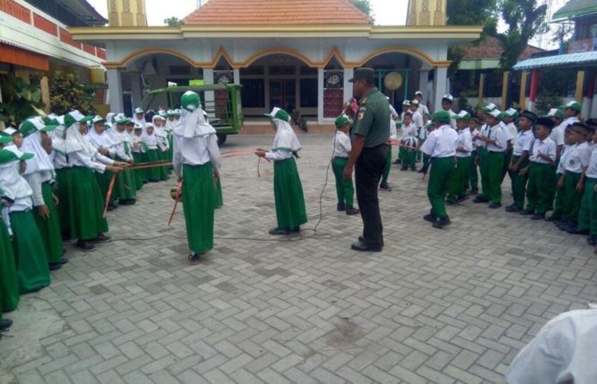 Si-Mokos TNI AD Hadir Tambah Wawasan Kebangsaan Pelajar di Lamongan