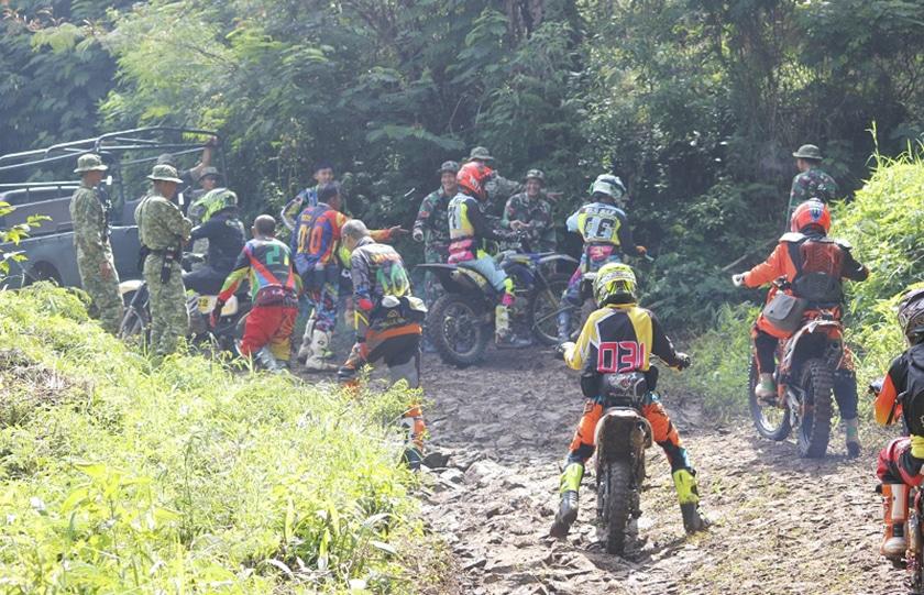 Offroad Bareng Yonzipur- 9/Kostrad Sekaligus Perbaiki Jalan Rusak