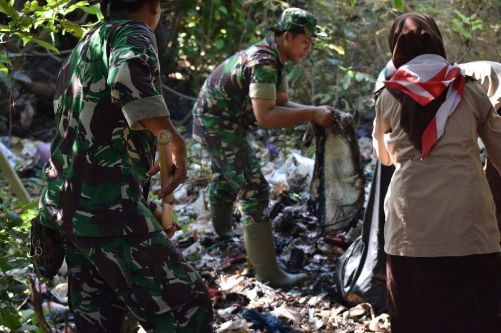 Pembersihan Parit dan Gorong-Gorong Wujud Kemanunggalan TNI-Rakyat, Ciptakan Jungpasir Sehat dan Bersih