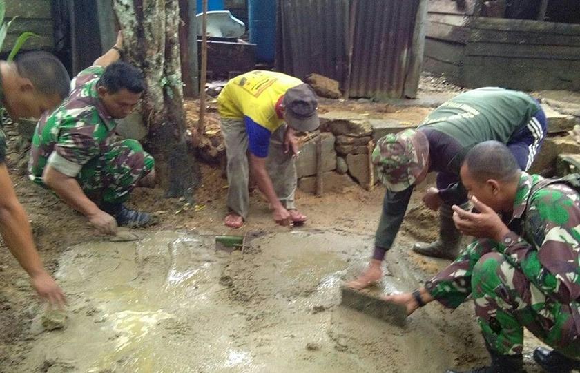 Babinsa Koramil Simpang Kanan Lanjutkan Program Jambanisasi di Desa Kain Golong