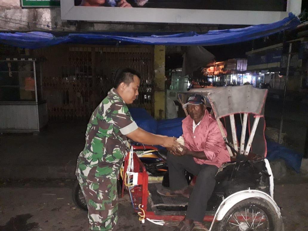 Prajurit Koramil Serentak Lakukan 'Sahur On The Street' Di Aceh Besar