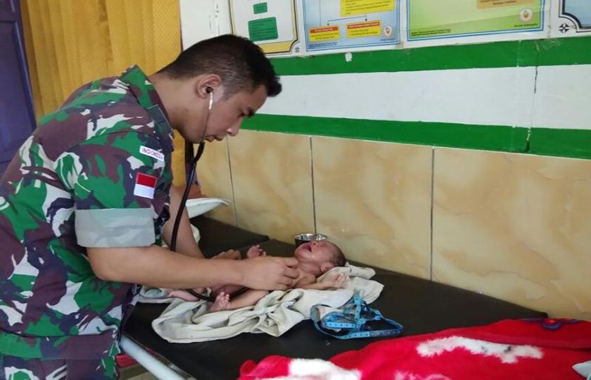 Satgas Pamtas Garda Terdepan Kesehatan di Perbatasan RI-PNG