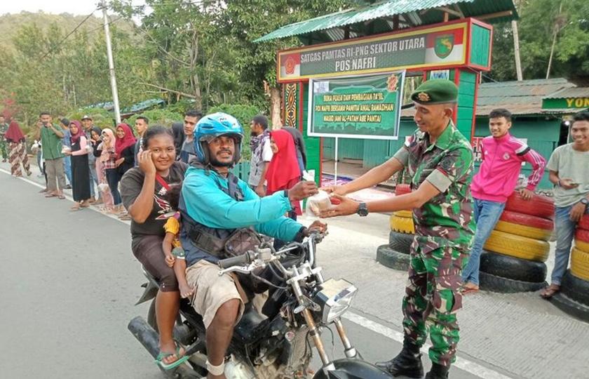 Satgas Yonif Para Raider 501 Jalankan Ibadah Bersama Warga Kristiani dan Muslim Papua