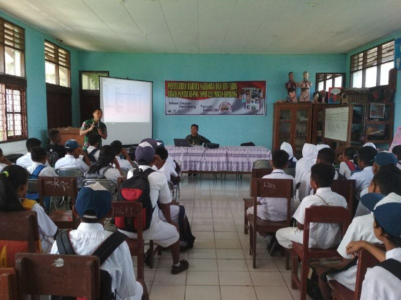 Satgas Pamtas Yonif 121/MK Ingatkan Siswa Papua Tentang Bahaya Narkoba dan HIV/AIDS