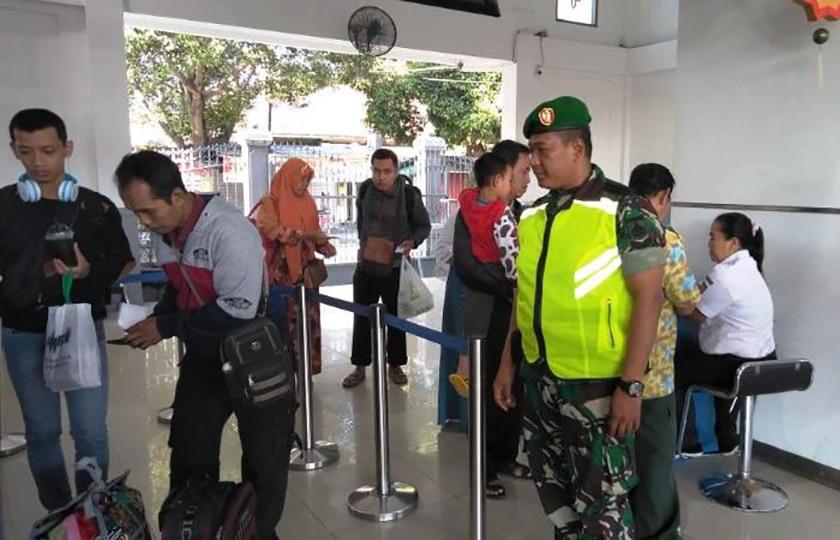 Prajurit Kodim Yogyakarta Masih Jaga Arus Balik Stasiun KA