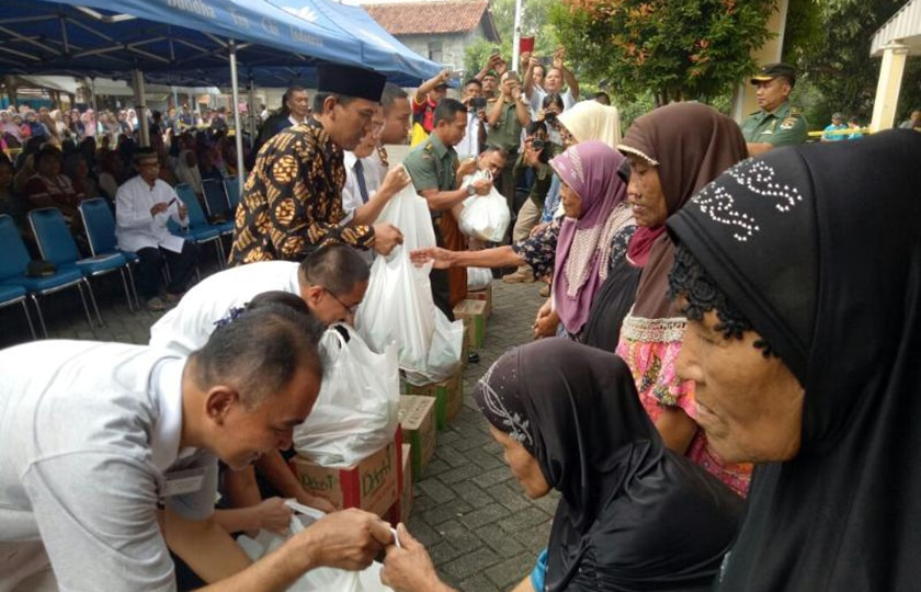 Bantu Warga Tidak Mampu, Korem Wijayakrama Bersama Yayasan Budha Tzu Chi Bagikan Ribuan Paket Sembako