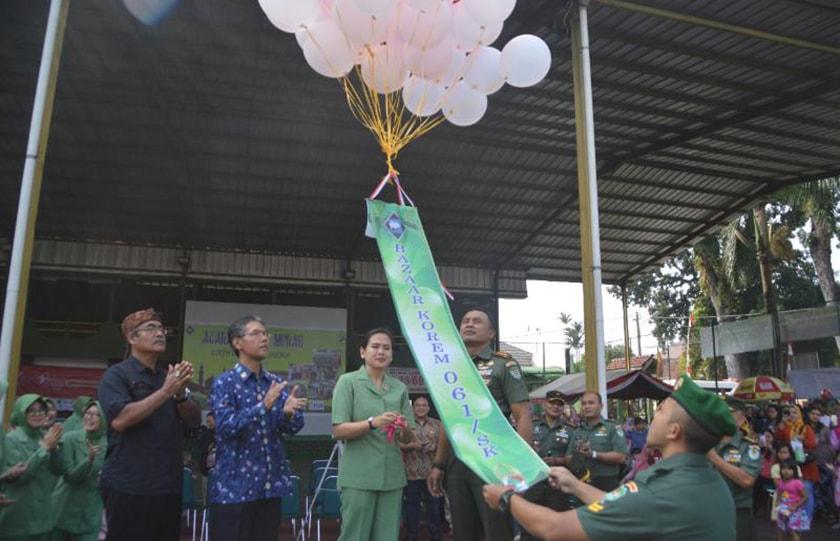 Jelang Idul Fitri, Korem 061/Sk Peduli Melalui Bazar Sembako Murah