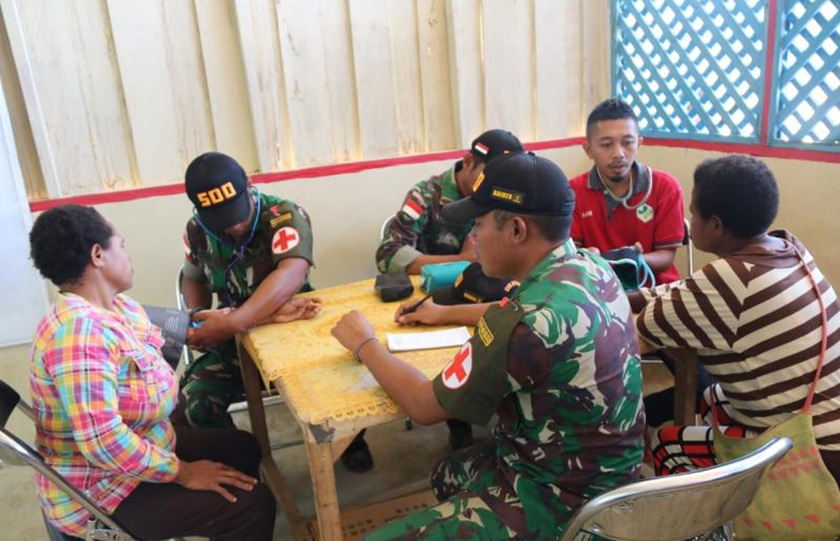 Satgas Raider 500 Adakan Pengobatan Bagi Warga Tanah Merah, Papua