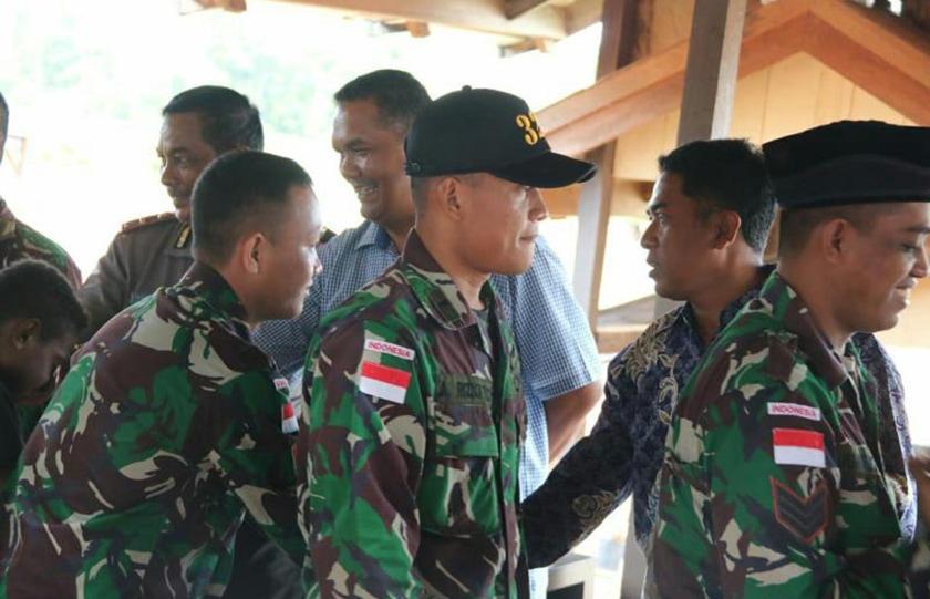Prajurit Satgas Pamtas 323 Kostrad Halalbihalal dengan Masyarakat Merauke