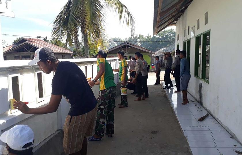 Satgas Yonif R 515 Kostrad Percantik Masjid At Tahzir Negeri Lisabata, Seram Utara Barat, Provinsi Maluku