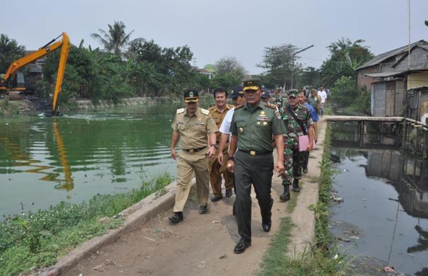 Pangdam Jaya Tinjau Pemeliharaan Sungai-Situ di Bekasi dan Depok
