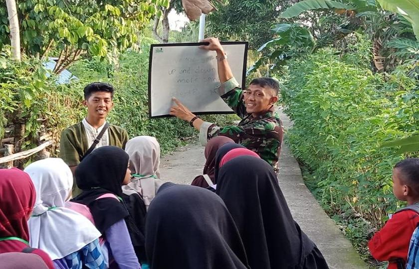 Babinsa Beri Materi Wasbang di Kampung Pendidikan