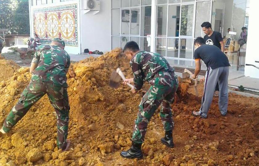 Satgas Yonif 320/BP, Ciptakan Lingkungan Bersih di Perbatasan RI-Malaysia