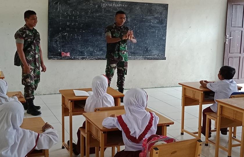 Satgas TMMD Kodim 0116/Nagan Raya Bantu Mengajar Siswa SD