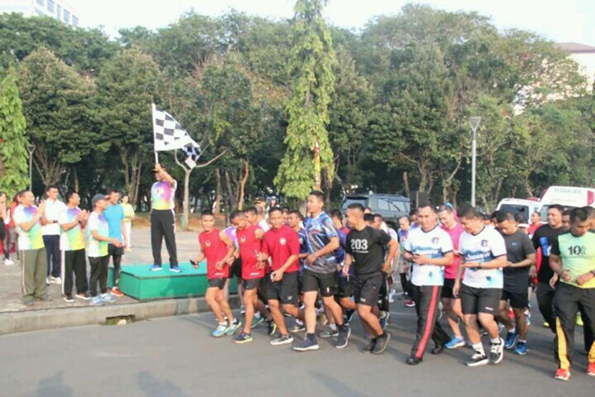 Pangdam Jaya Lepas Bendera Start Peserta Fun Run Ikastara