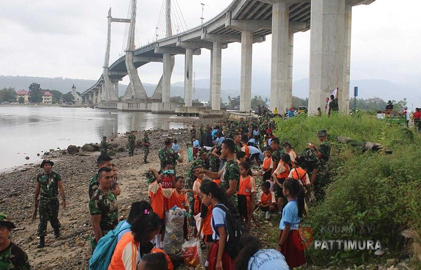 Memperingati HUT ke-73 RI, 7000 Orang Revitalisasi Pantai Teluk Ambon