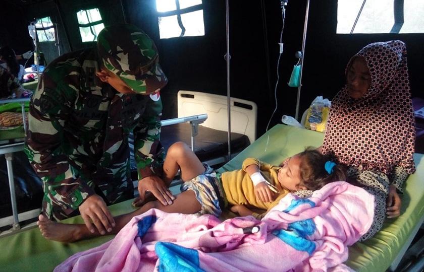 Satgaskes Yonkes 2 Kostrad Rawat Ratusan Korban Gempa Lombok