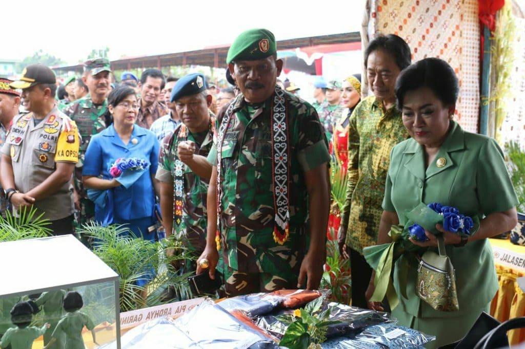 Ribuan Masyarakat Antusias Saksikan Pameran Alutsista TNI di Kodam XII/Tpr