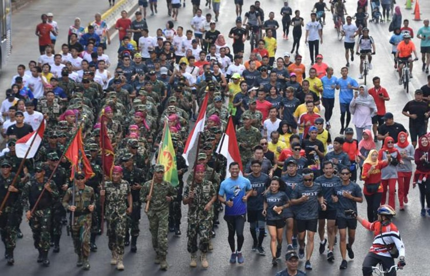 "Promosikan ""TNI International Marathon 2018"", Panitia Gelar Marathon Unik di Area Car Free Day Jakarta"
