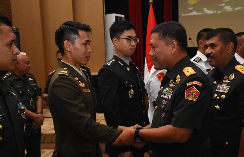 Dankodiklatad Tutup Diklapa II Kecabangan TNI AD