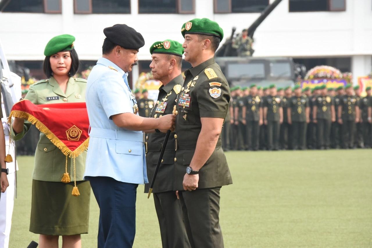 Serah Terima Kasad Dari Jenderal TNI Mulyono Kepada Jenderal TNI Andika Perkasa