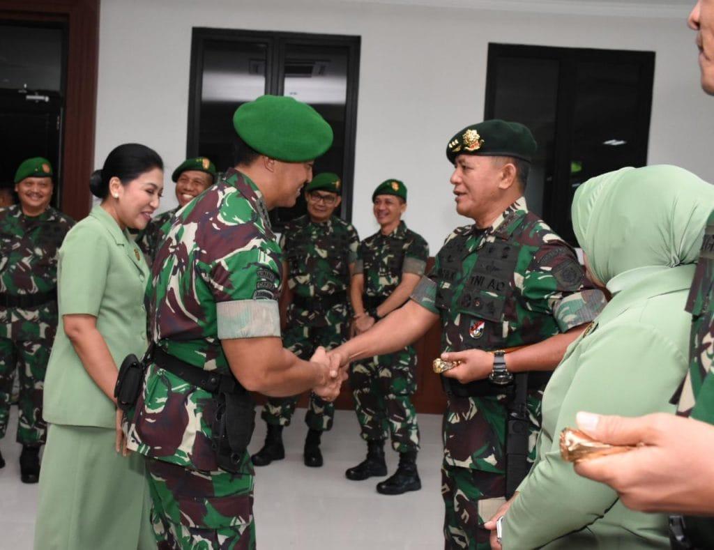 Kasad Terima Laporan Korps Kenaikan Pangkat Pangkostrad dan 17 Pati TNI AD