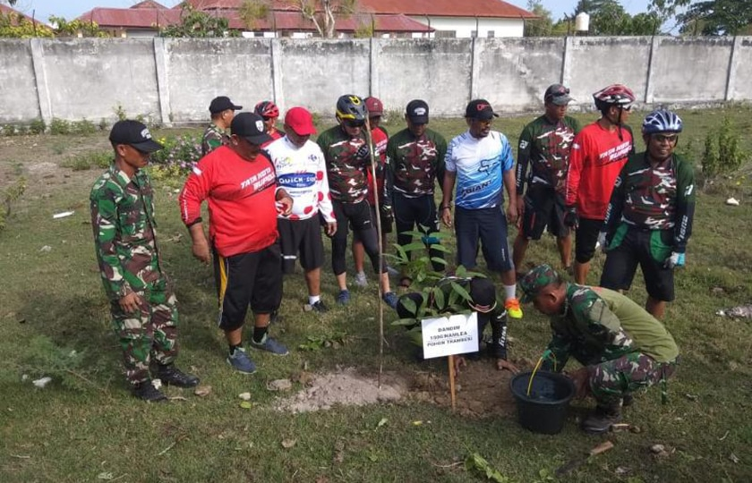 Kodim 1506/Namlea Tanam 600 Pohon Hijaukan Desa Lala