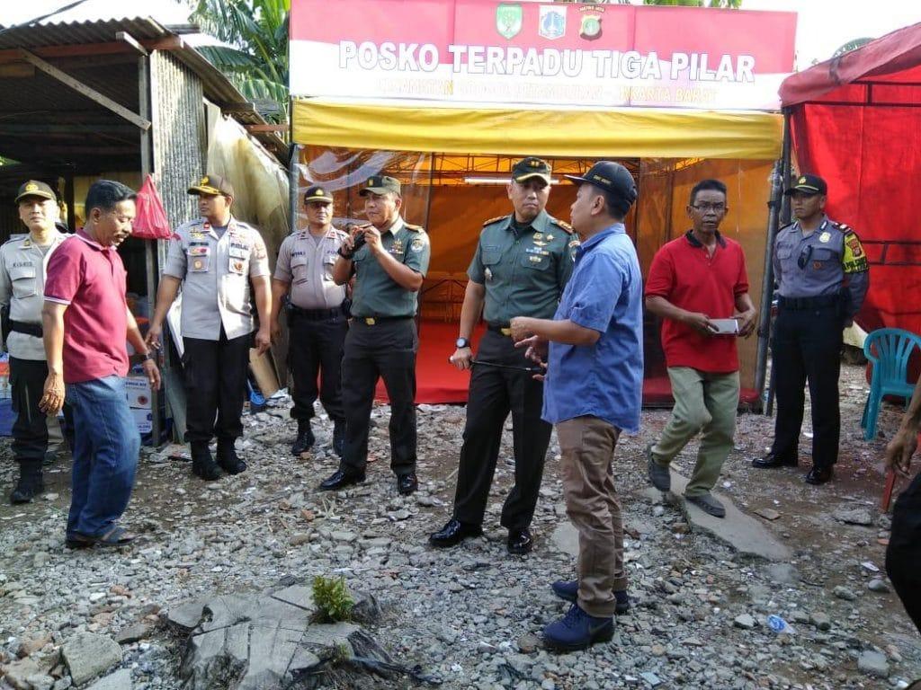 Dandim 0503/Jakarta Barat Bantu Korban Kebakaran Di Jelambar