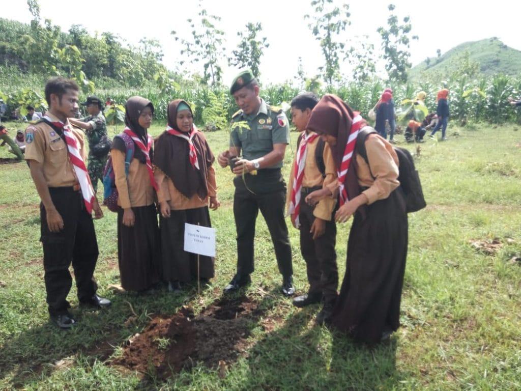 Kembangkan Wana Wisata, TNI Bersama Perhutani dan Stakeholder Tanam Pohon