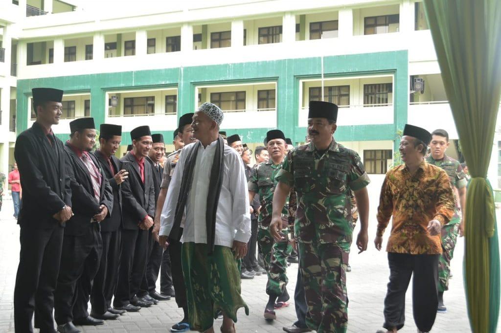 Panglima TNI Kunjungi Pondok Pesantren Progresif Bumi Shalawat Sidoarjo