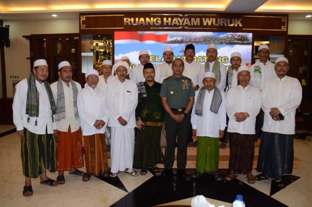 Pangdam V/Brawijaya Mengajak Masyarakat Jawa Timur Ciptakan Rasa Aman Jelang Pemilu