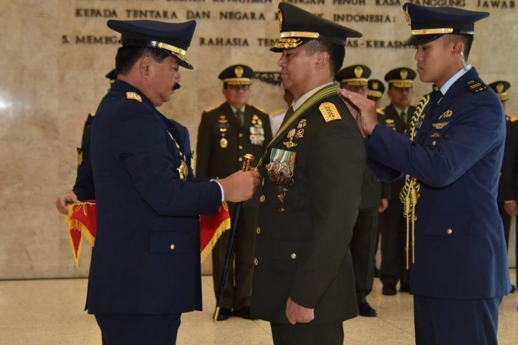 Presiden Anugerahkan Tanda Kehormatan Bintang KEP Utama Kepada Kasad