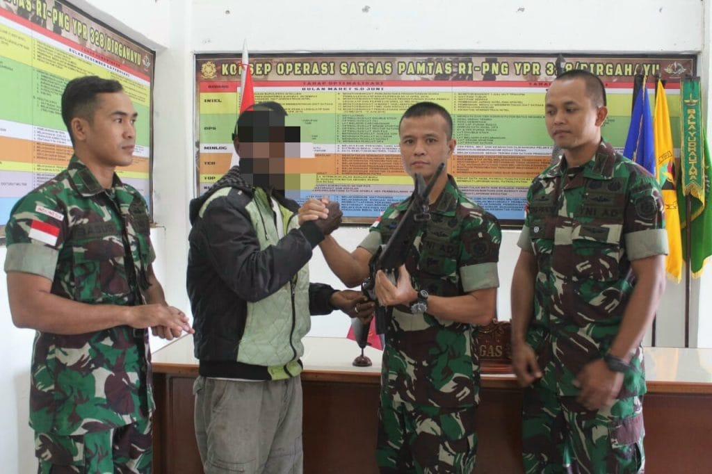 Anggota OPM Serahkan Senjata M16A1 dan Ikrarkan Setia Kepada NKRI